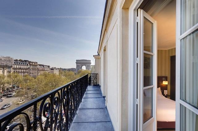 Бутик-отель в центре Парижа с видом на Триумфальную арку