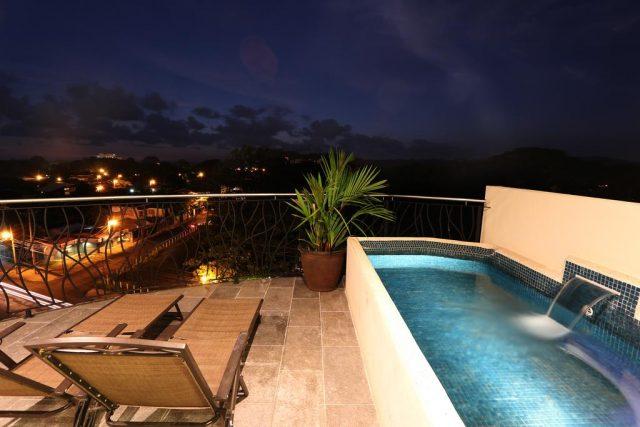Вид с балкона отеля ночью