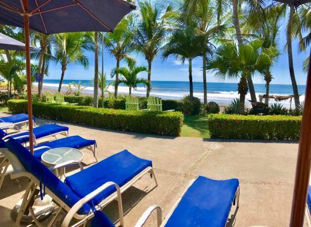 Вид с территории отеля на океан