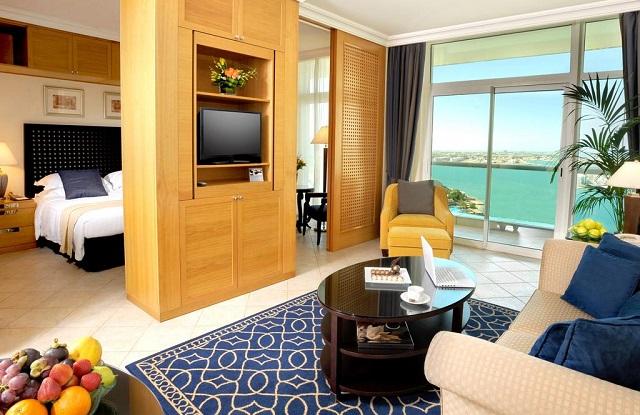 вид на Персидский залив из отеля в Абу Даби