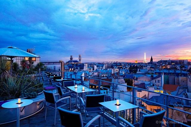 отель расположен недалеко от собора Парижской Богоматери и Люксембургского сада
