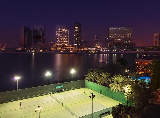 вид из отеля в Абу-Даби на море и город