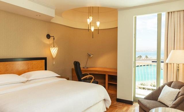 отель с видом на море в Абу-Даби