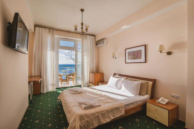 Korall-Hotel вид из номера отеля на море в Ялте