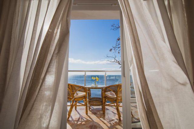 Korall-Hotel вид на море из номера отеля в Ялте