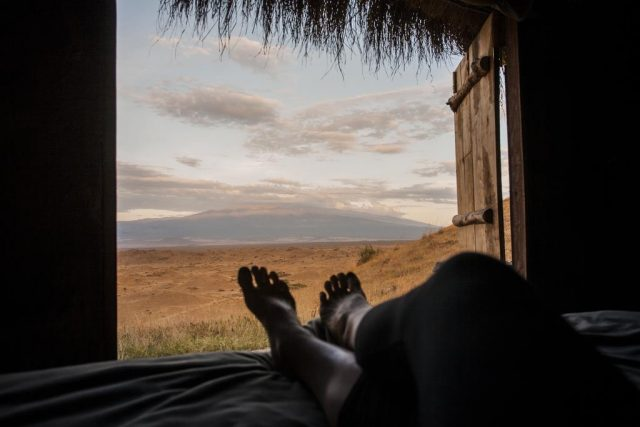Maasai-Lodge-Tanzania вид из бунгало на природу и горы