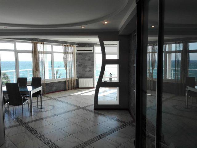 apartamenty-laros вид из аппартаментов на море в Ялте