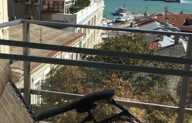 apartamenty-serdce-naberezhnoj вид с балкона на море в Ялте
