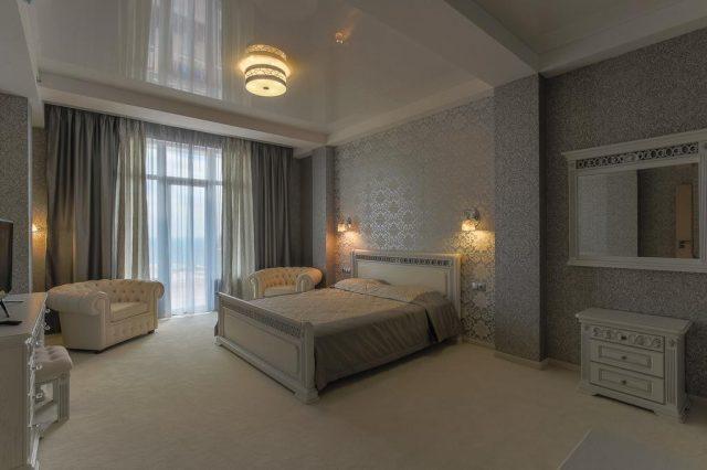 bristol-guest-house вид из спальни на море в Ялте