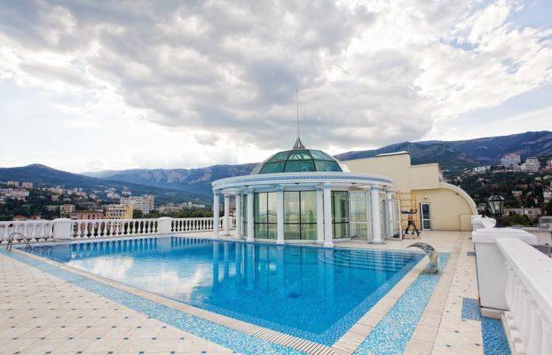 dom-kompozitora-apartment-21 красивый бассейн в отеле Ялты