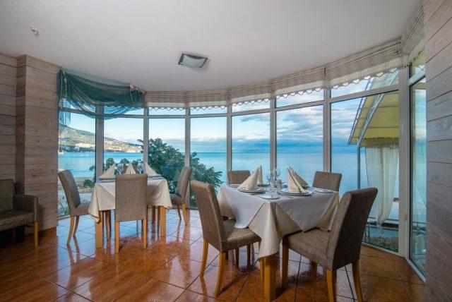 ehko-otel-levant панорамный вид из ресторана на море в Ялте