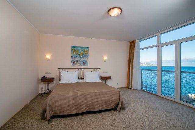 ehko-otel-levant красивый вид из номера отеля на море в Ялте