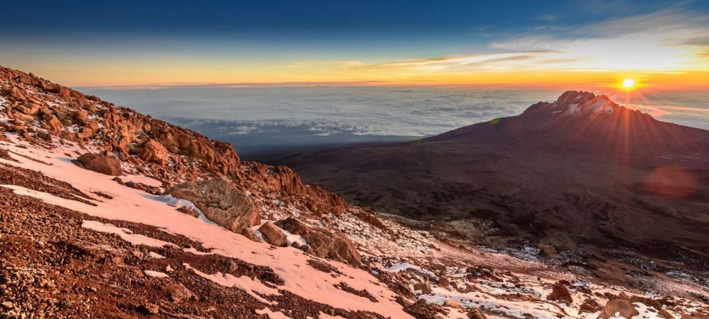 великолепный вид при восхождении по тропе Мачаме Килиманджаро