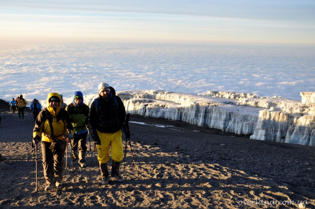 Вид на гору с тропы Умбве Килиманджаро