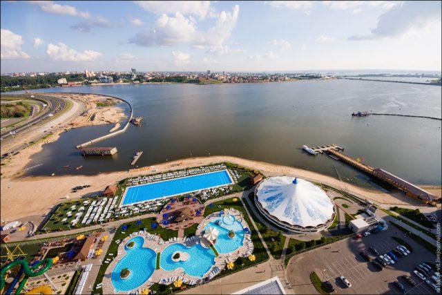 otel-rivera вид на Казанку и Казань и аквапарк Ривьера из окна отеля