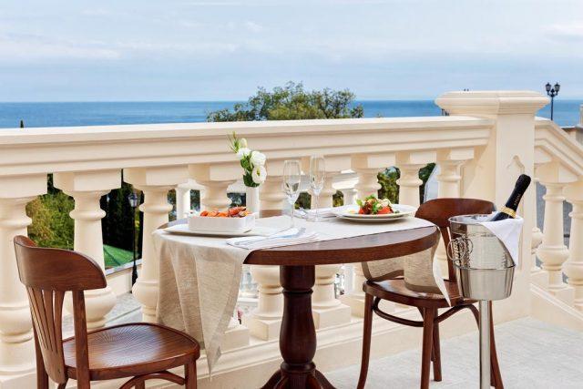 rezidenciya-diplomat красивый вид из ресторана отеля в Ялте
