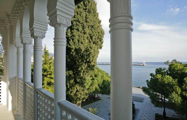 villa-sofiya красивый вид с балкона на море в Ялте