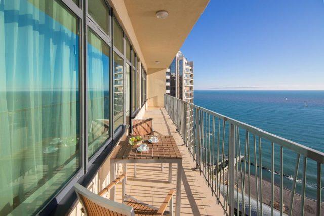 красивый вид из номера отеля на море в Сочи