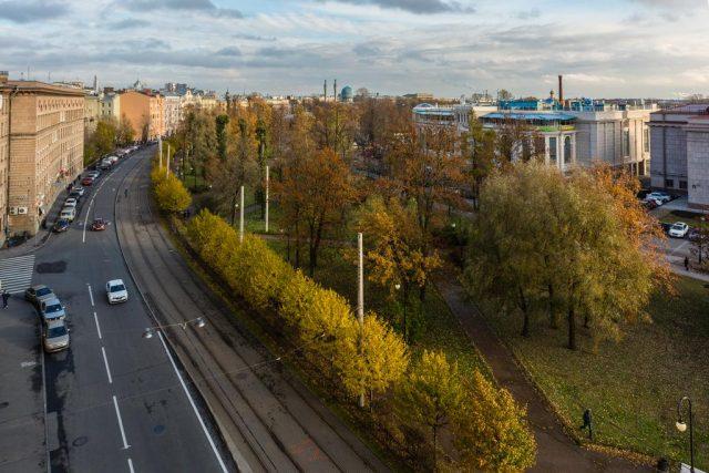 красивый вид из окна апартаментов на Санкт-Петербург