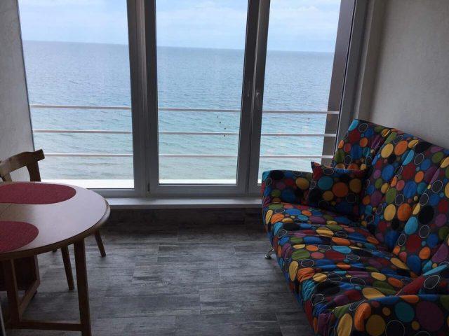 Красивый вид из окна в Евпатории и на море