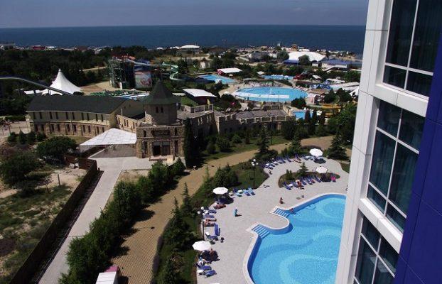 красивый вид на море и Севастополь из номера отеля