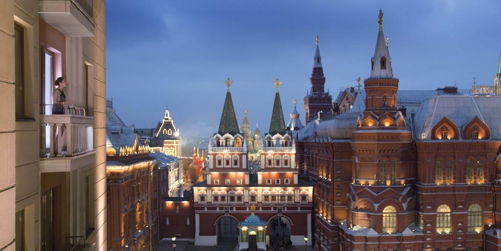 Прекрасный вид из окна отеля на московский Кремль four-seasons-hotel-moscow1