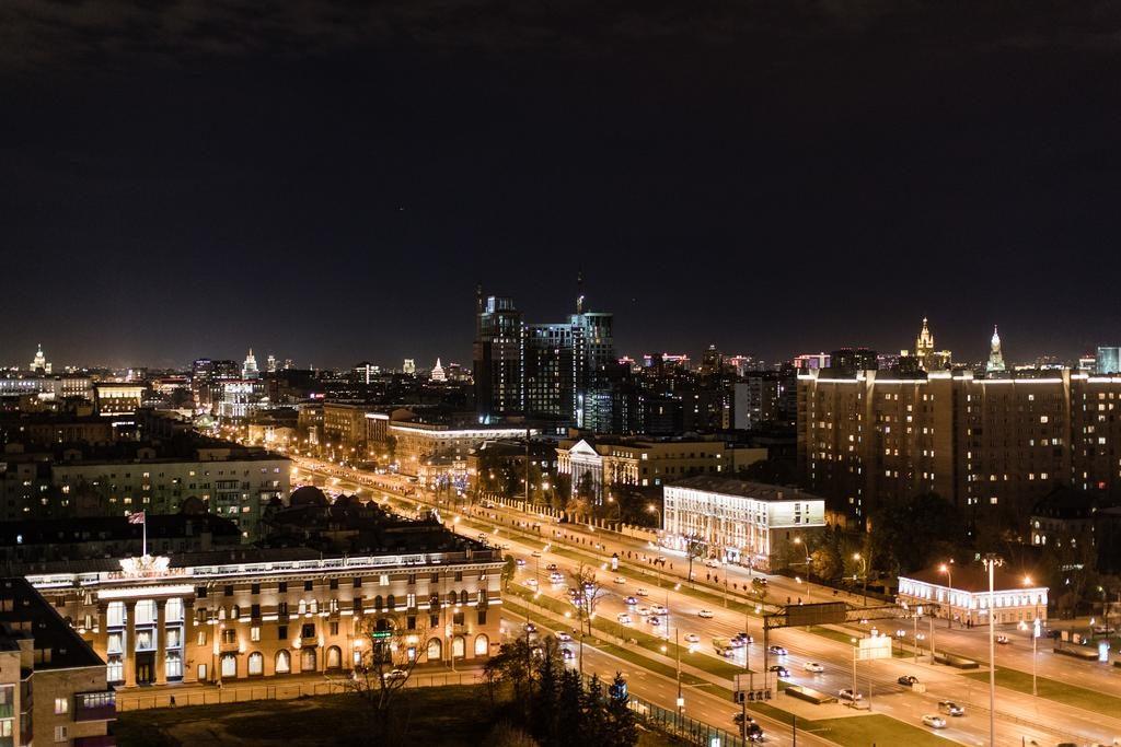 Великолепный вид на ночную Москву из окна отеля hayatt-ridzhensi-moskva-petrovskij-park1