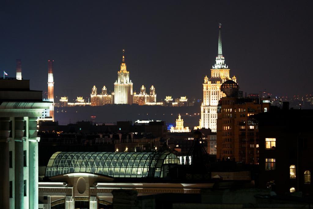 Шикарный вид из окна отеля на ночную Москву holidej-inn-moskva-lesnaya1