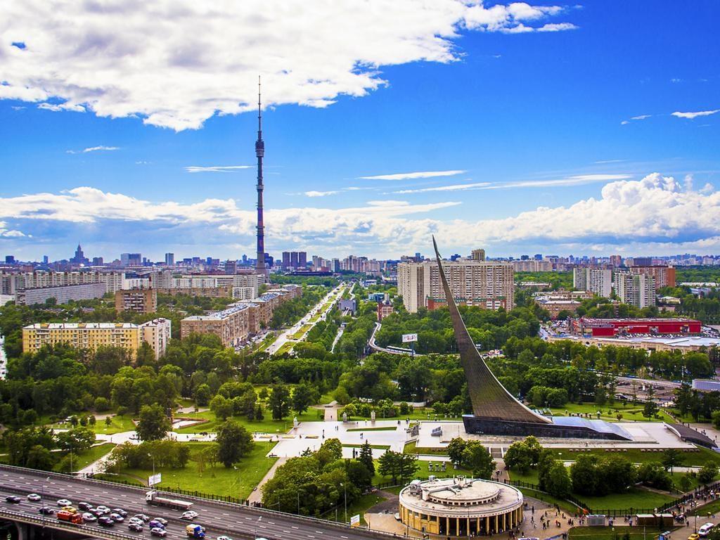 Великолепный вид на Москву из окна отеля kosmos1