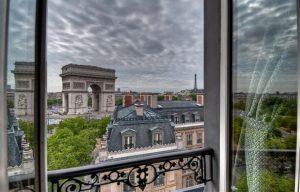 красивый вид из гостиницы в париже
