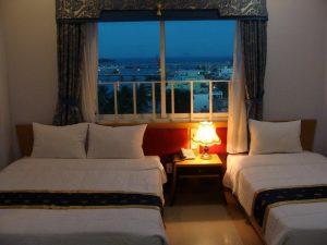 отель с красивым видом из окна на реку