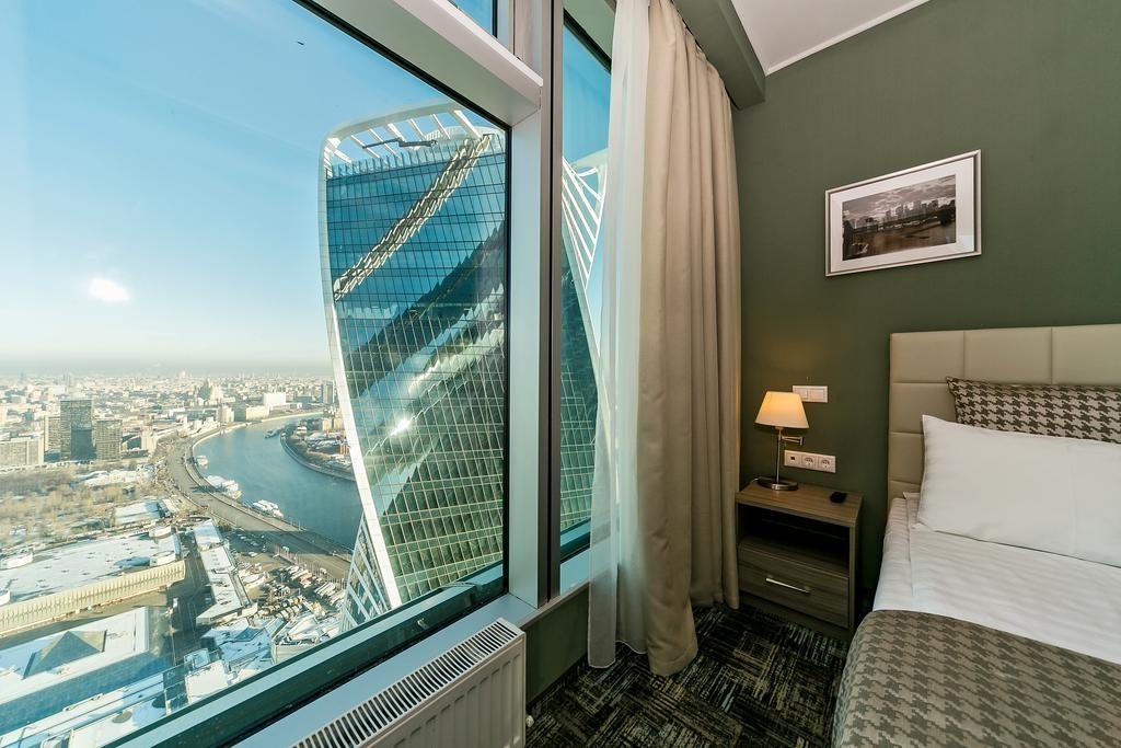 номер отеля с шикарным видом на реку и Москва-Сити panorama-siti2