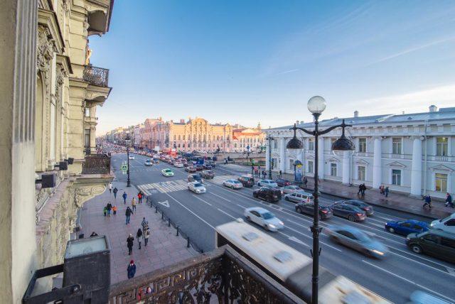 красивый вид из окна на город Санкт-Петербург