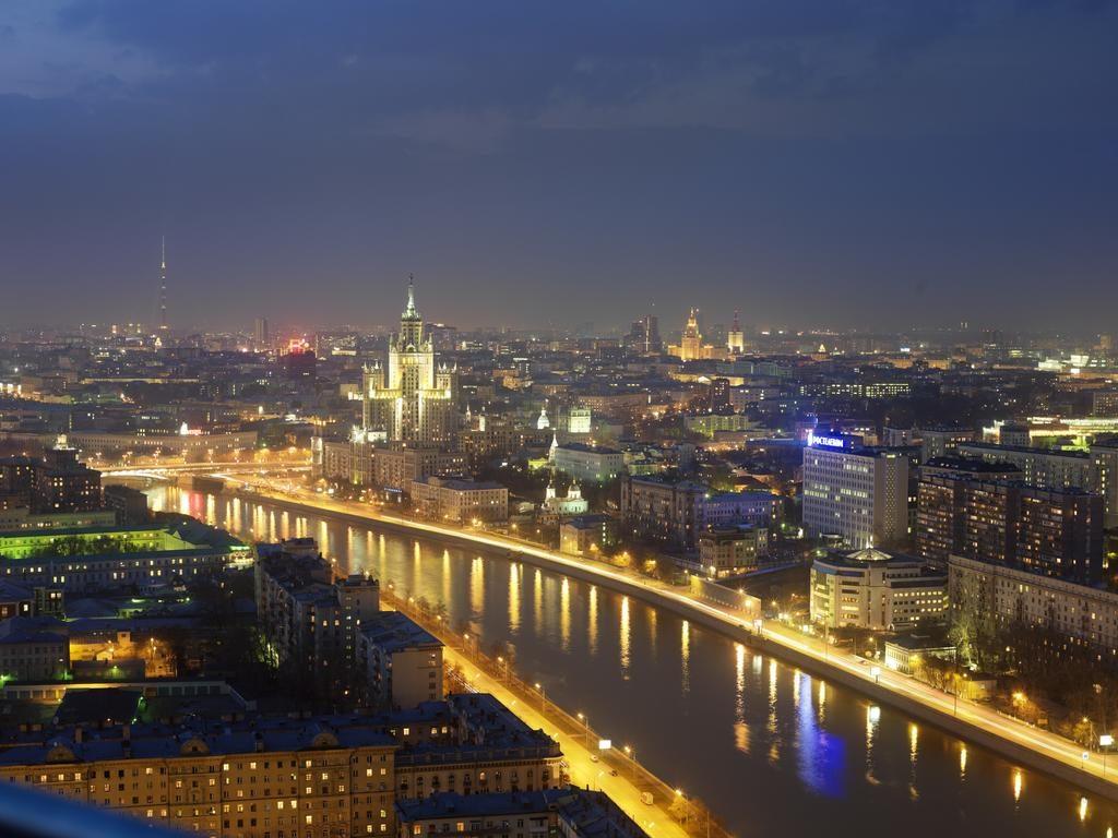Восхитительный вид из окна на ночную Москву svissotel-krasnye-holmy1
