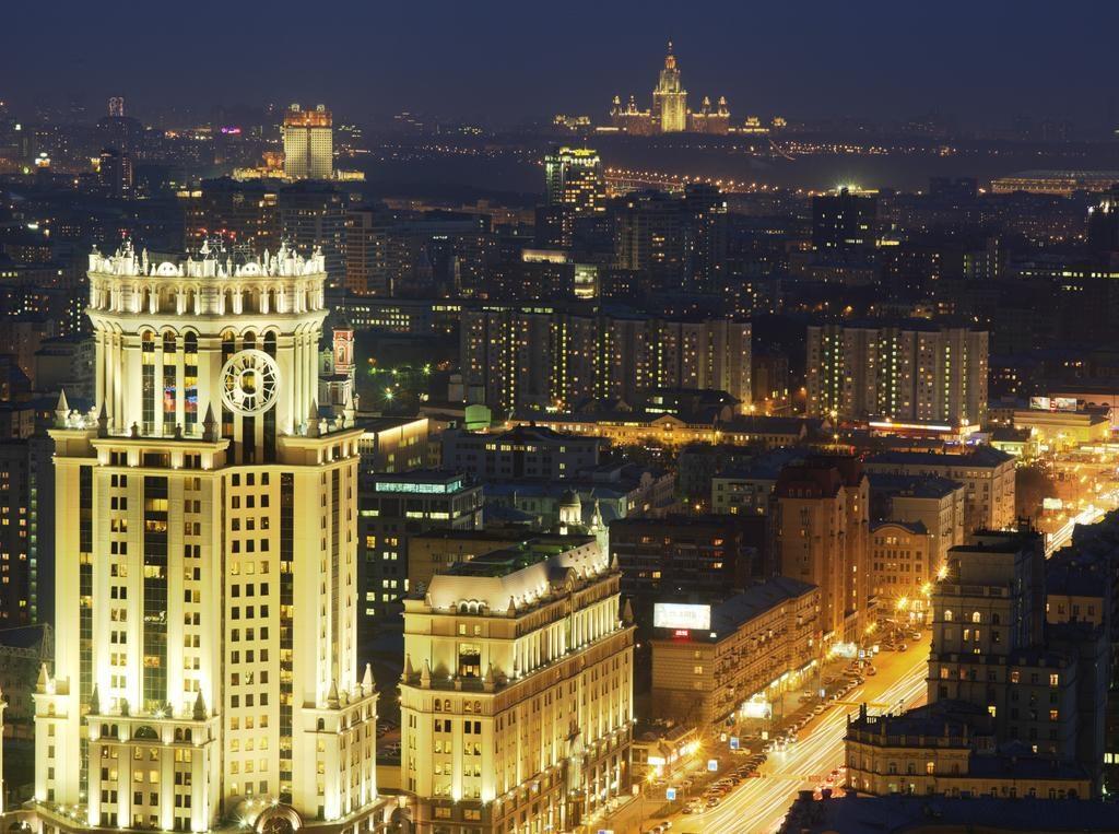 Шикарный вид из окна на ночную Москву svissotel-krasnye-holmy2