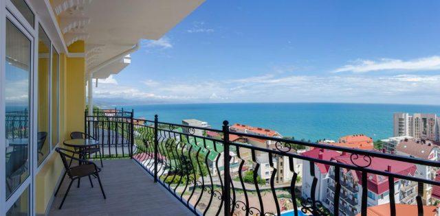 шикарный вид с балкона гостиницы на море