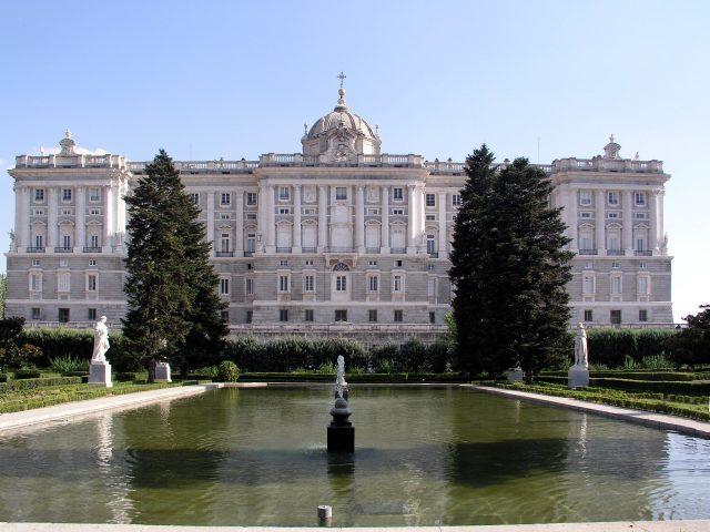 Испания Королевский дворец и сады Сабатини