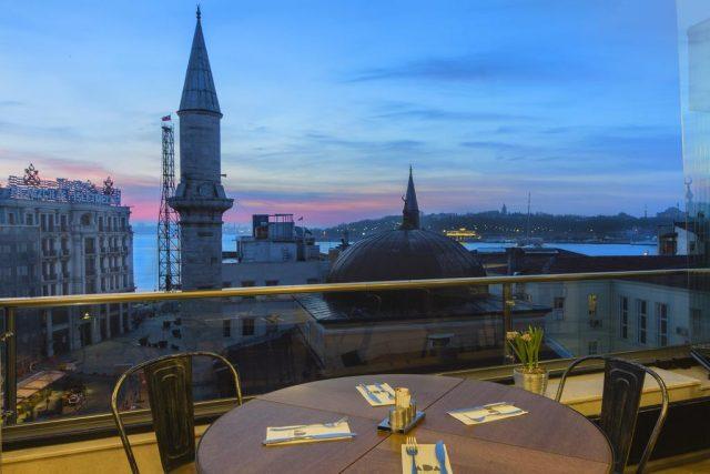 шикарный вид на закат и Босфор в Стамбуле