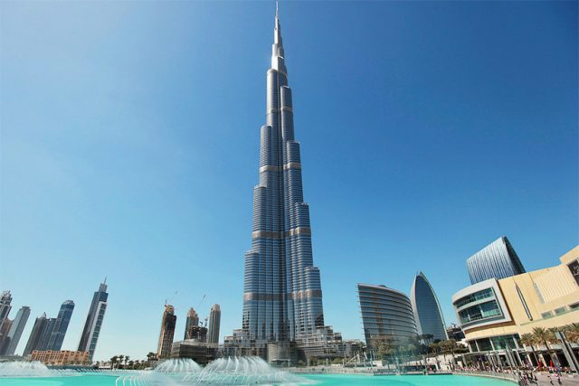 красивые виды на небоскреб Бурдж-Халифа