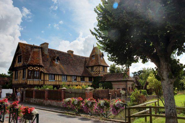 Бёврон-ан-Ож(Beuvron-en-Auge) самая красивая деревня во Франции