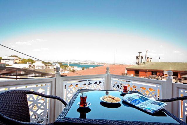 великолепный вид на Босфор с балкона отеля
