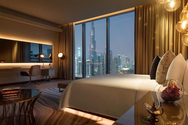 вид на небоскреб Бурдж Халифа из окна номера в отеле Дубая