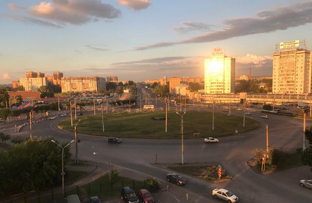 красивый вид на город с высокого этажа в гостинице Красноярска