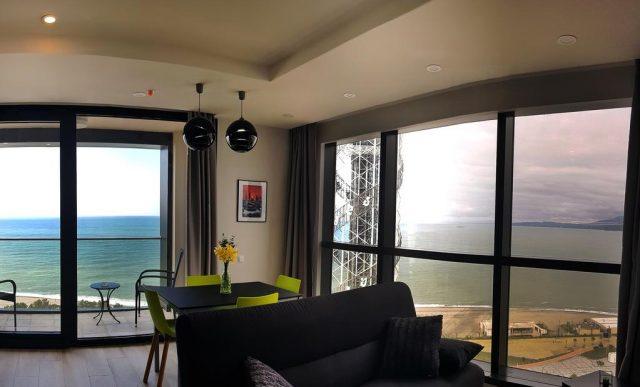 панорамный вид на море в Батуми из окна апартаментов