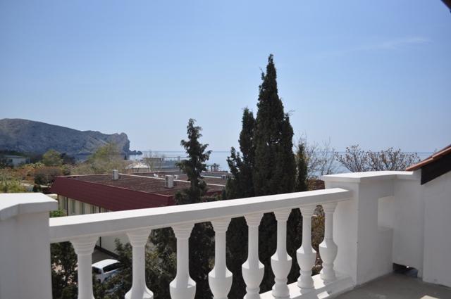 красивый вид на море в Судаке с балкона отеля