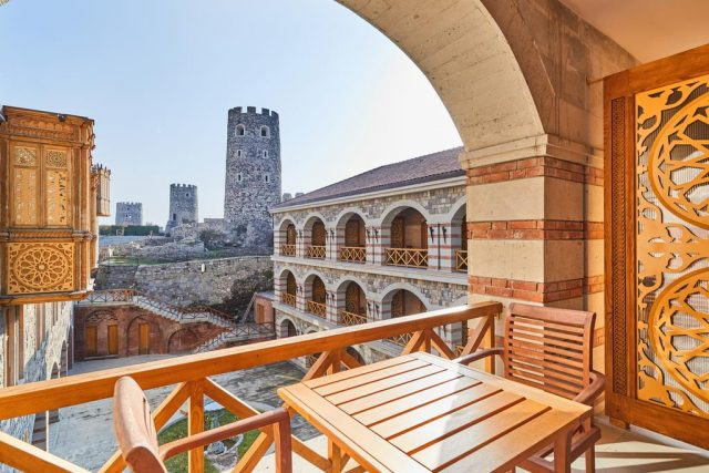 отель в крепости Рабати