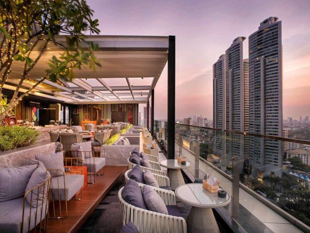 красивый вид на Бангкок из ресторана отеля