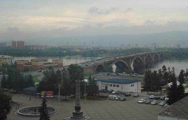 вид на мост через Енисей в Красноярске