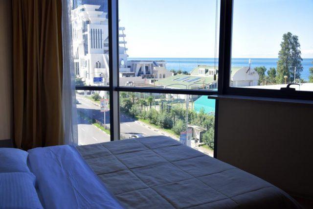 Апартаменты в Батуми с окнами в пол и видом на море