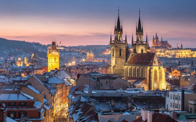 Вид на Пражский Град в сумерках